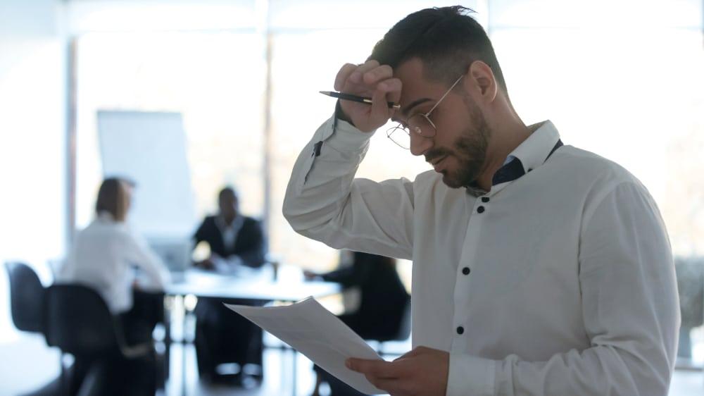 Vertreibsmitarbeiter leidet unter Herausforderungen im Sales-1