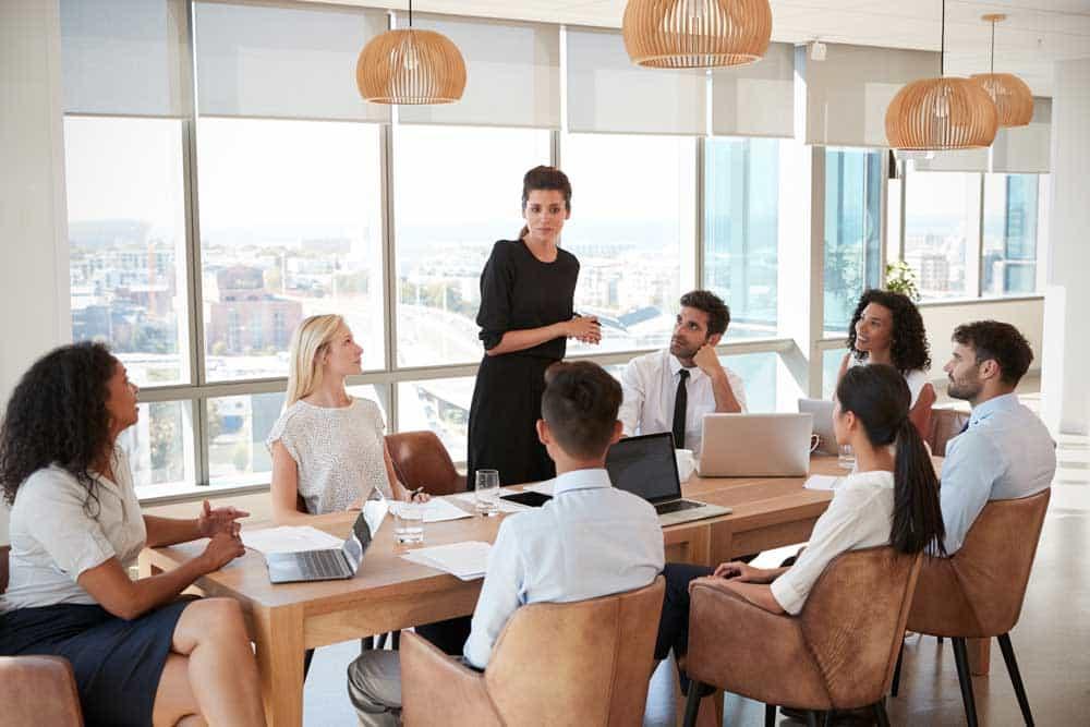 Mitarbeiterinnen und Mitarbeiter müssen die Vorteile verstehen, die entstehen, wenn sie sich ändern, aber sie brauchen auch Beispiele und einige Richtlinien.