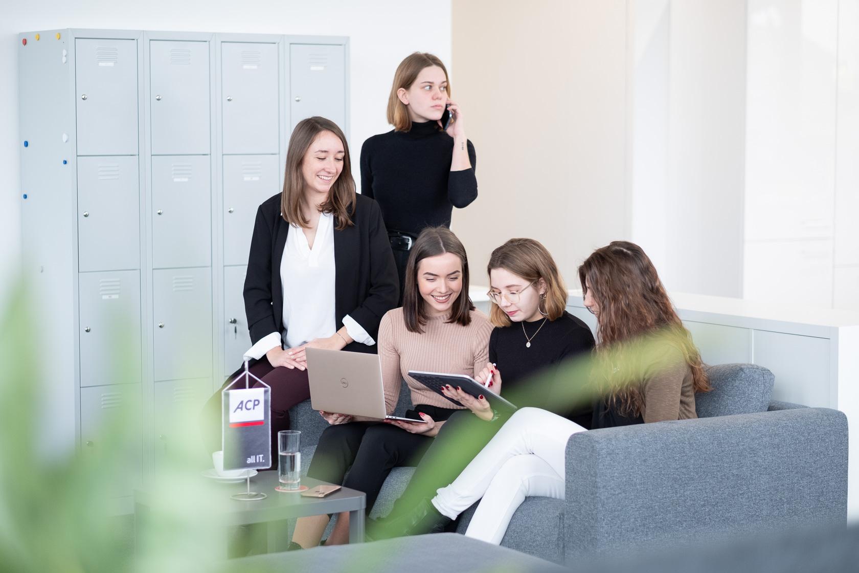 Gruppe Frauen Dell Apple