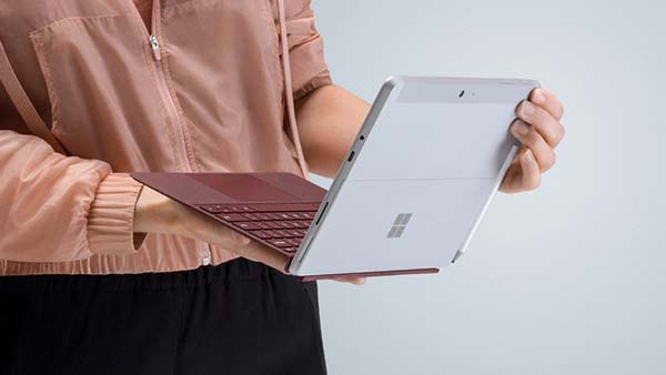 microsoft-surface-go-hands-holding